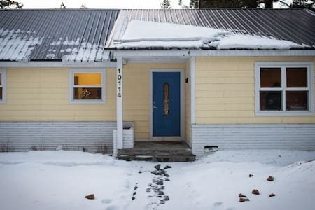 Little Yellow Cozy Cottage - Truckee - Casa