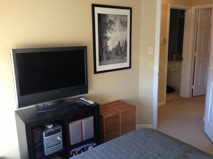 Room @Perfectly Located Courthouse Metro Town Home