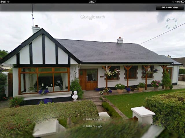 Family Home by the Sea - Donabate - Rumah