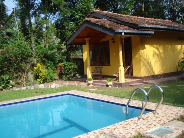 Cabana with swimming pool - Hikkaduwa