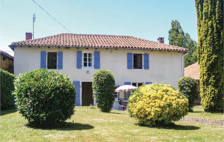 Holiday cottage with 4 bedrooms on 114m² in Montembouef