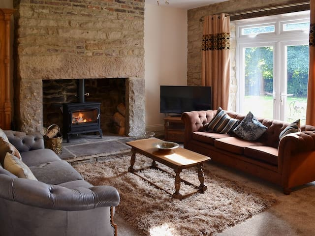 Country cottage with a boutique hotel twist - Stanley