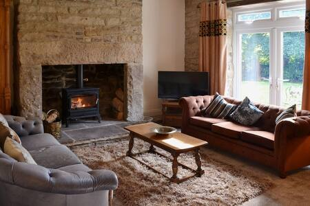 Country cottage with a boutique hotel twist - Stanley - House