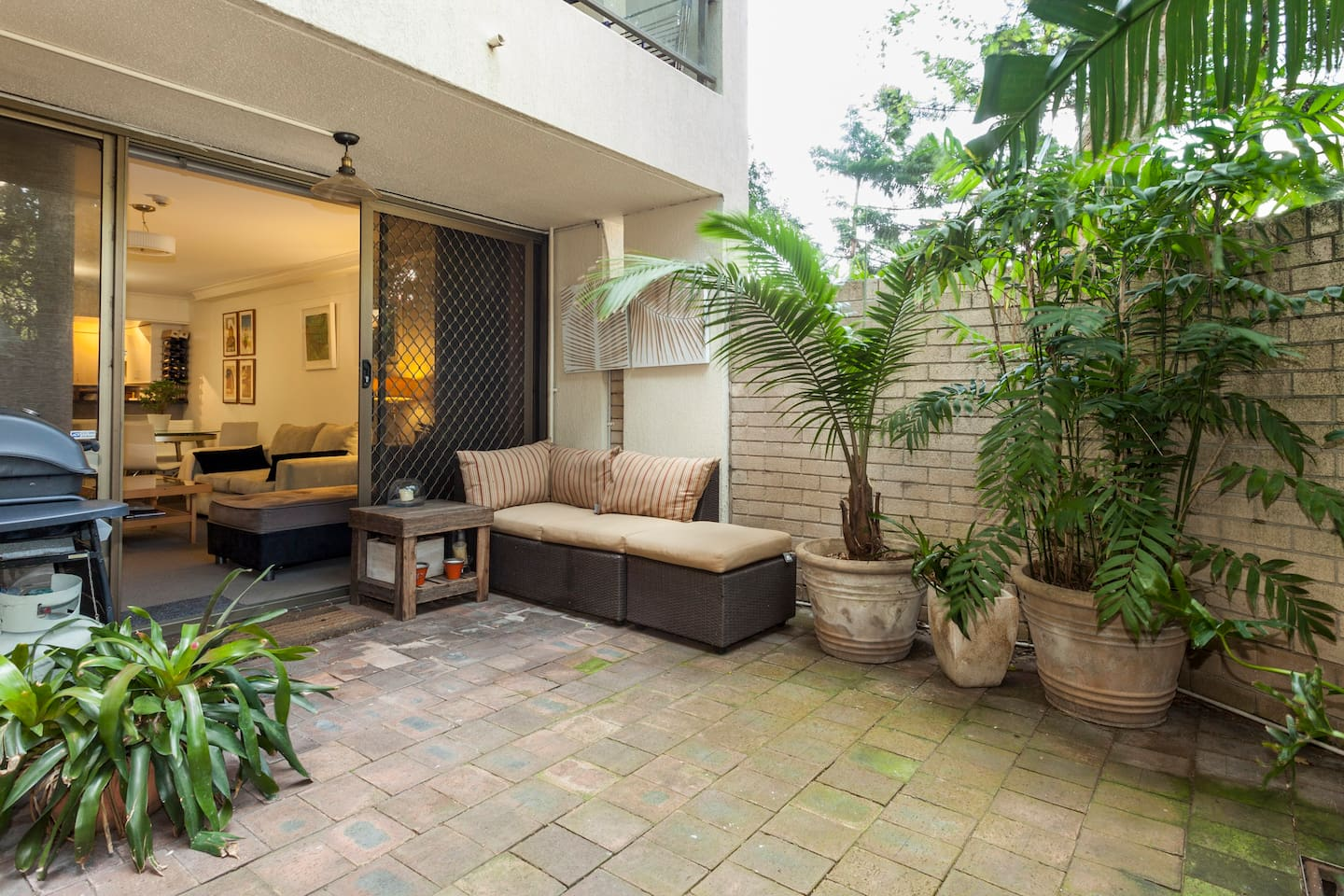Garden oasis in the heart of the city - welcome to my home!