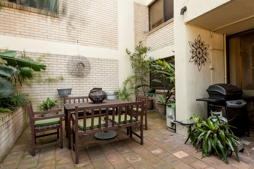 Outdoor alfresco dining and use of the BBQ is welcomed.