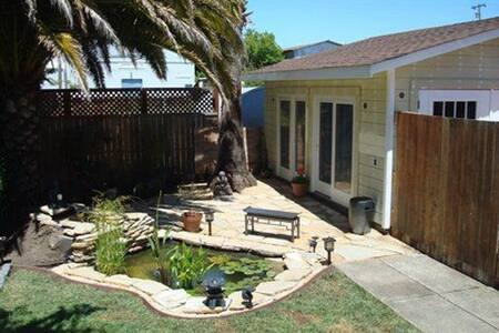 Cozy Private cottage in Downtown Petaluma - Petaluma - Sovesal