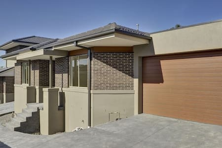 New Town house in Balwyn area - Mont Albert North