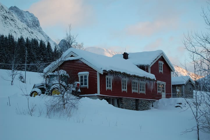 Sledalshytta - Sunnmøre/Sæbø