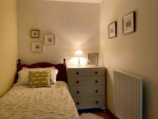 Back twin bedroom