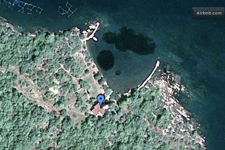 Look on house from satellite shot, no neighbors, just nature around, like a private island only for yourself