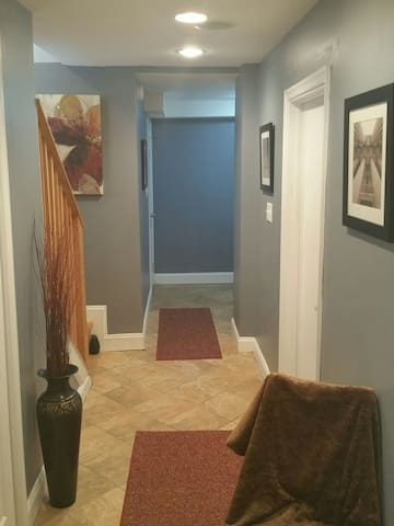 Basement Suite w/Private Parking & Space for 6 - Suitland-Silver Hill - Leilighet