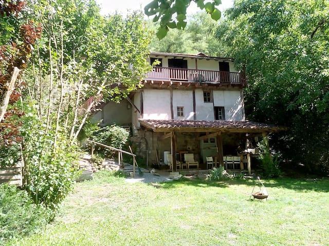 Charmante cottage/bergwoning nabij leuk Frans dorp - Monteils