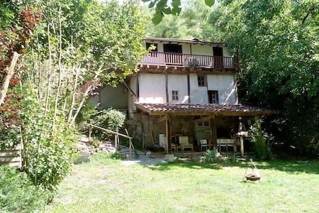 Charmante cottage/bergwoning nabij leuk Frans dorp - Monteils - Mökki