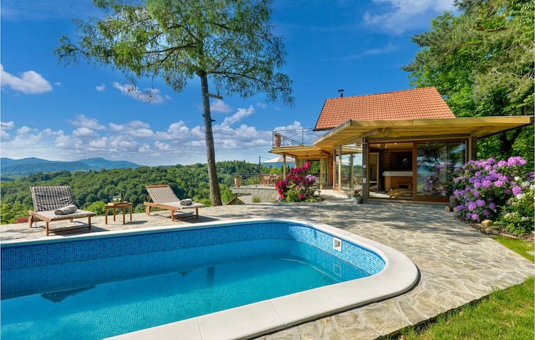 Holiday cottage with 2 bedrooms on 93m² in Lepoglava
