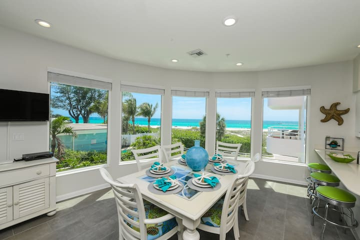 Beach Front Condo with Amazing Views