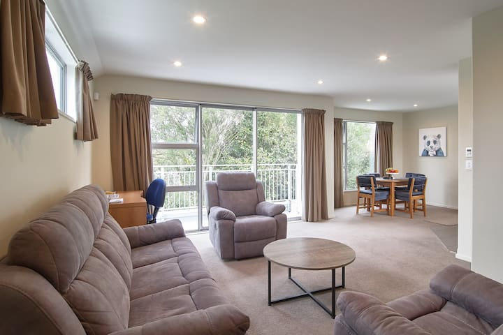 Modern,Tidy,Comfortable TH in centre Christchurch