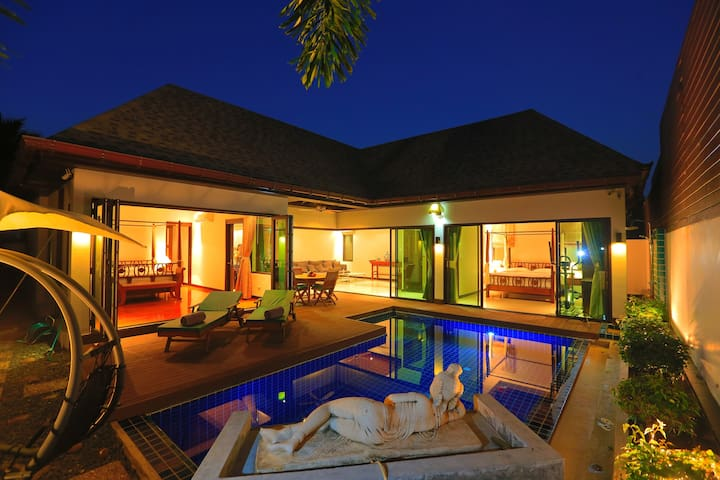 Naiharn Beach Luxurious Pool Villa(FREE CAR)