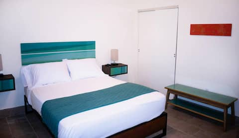 NEWLY Renovated - Inn at Tamarind Court, Cruz Bay (1 Queen Bed)