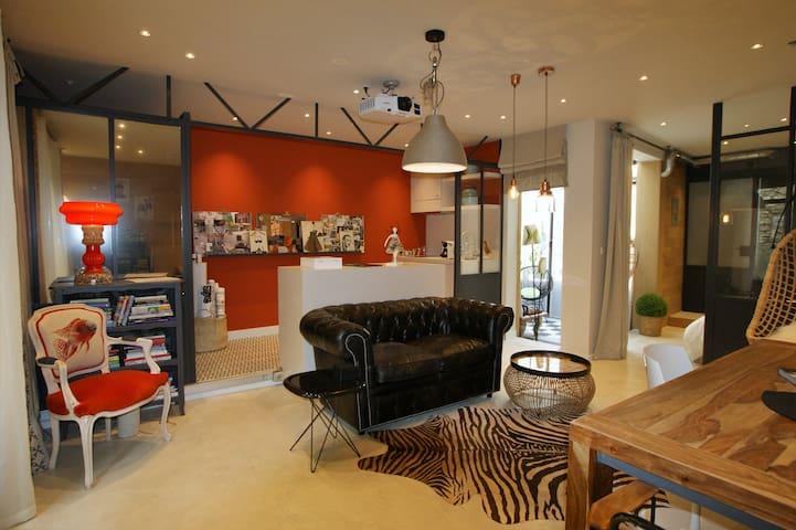 Atelier sur la Sorgue, a Loft in city center