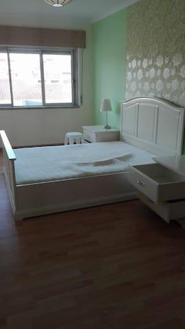 Excelente apartamento no Monte Abraão.