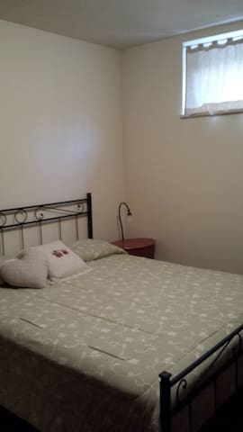 Appartamento-Due camere, 4 posti letto, cucina. - Gubbio - Casa