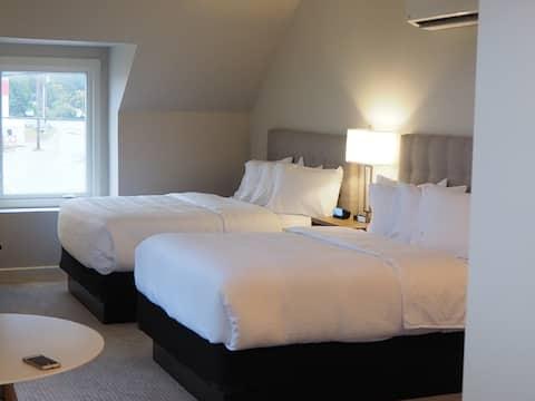 Salty Shores Inn - The Sherose Room