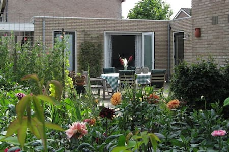 Spacious private room with private facilities - Zetten