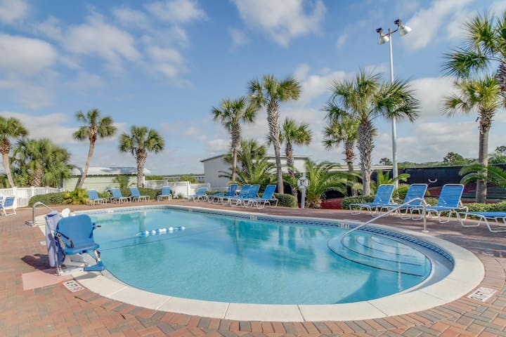 Beachfront condo w/ 2 shared pools, tennis, saunas, a dock, & other amenities!
