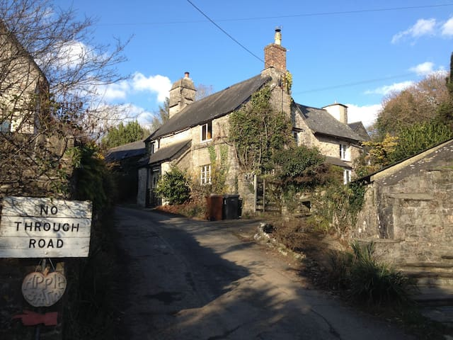 Charming Cottage with large garden in Dartington