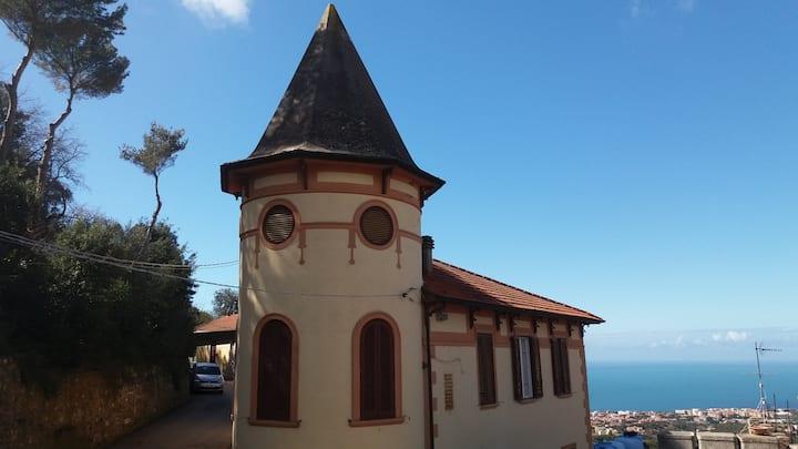 Monolocale indipendente con balcone vista mare