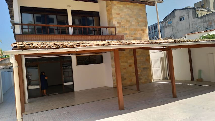 INDIVIDUAL OR DOUBLE ROOMS WELL LOCATED
