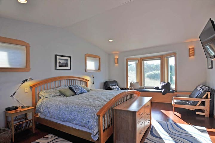 Master bedroom offers king pillowtop bed with dimmable lights, flat screen TV