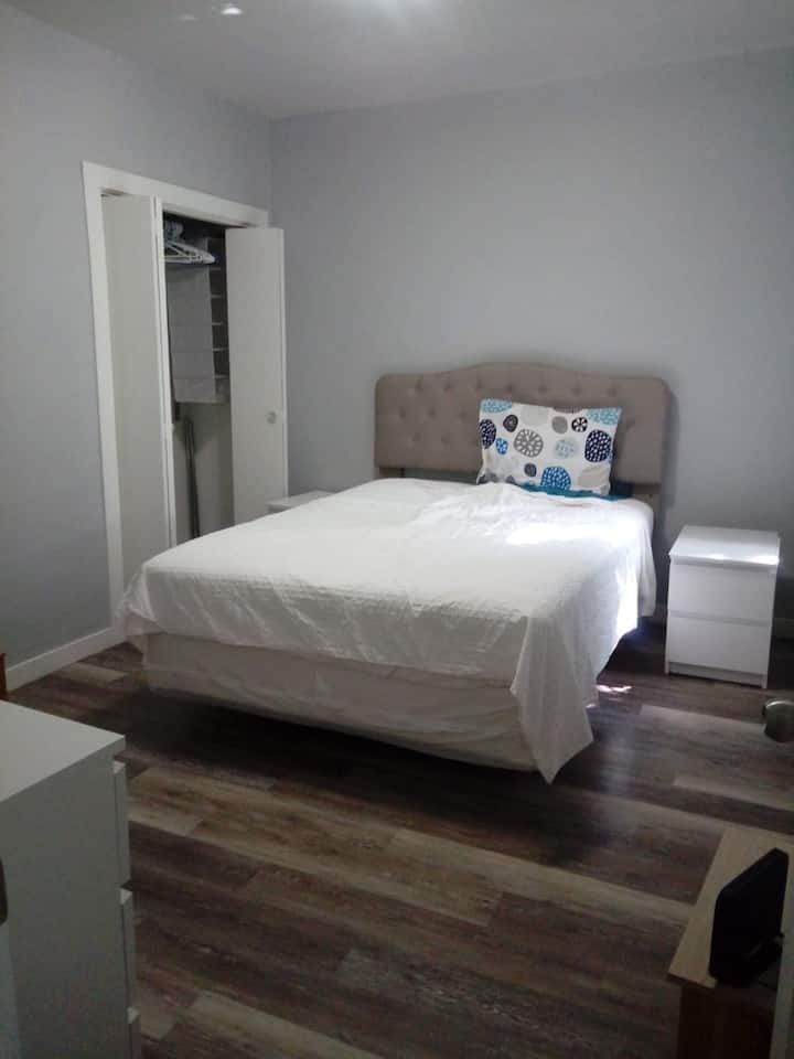 Large Private room Montreal/Verdun monthly rates