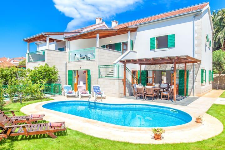 Villa Dane with pool near Hula Hula in Hvar town