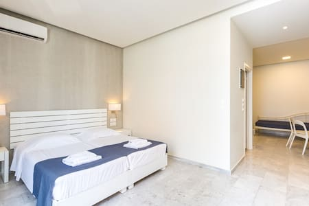 Bedroom higlight: Spacious  and comfortable with double matress.