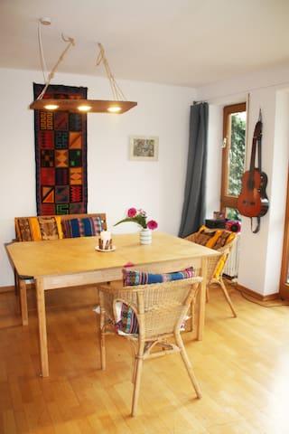 Schöne, helle Wohnung zum Wohlfühlen mit Garten
