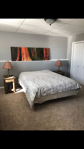 Private bedroom on beautiful acreage with hot tub