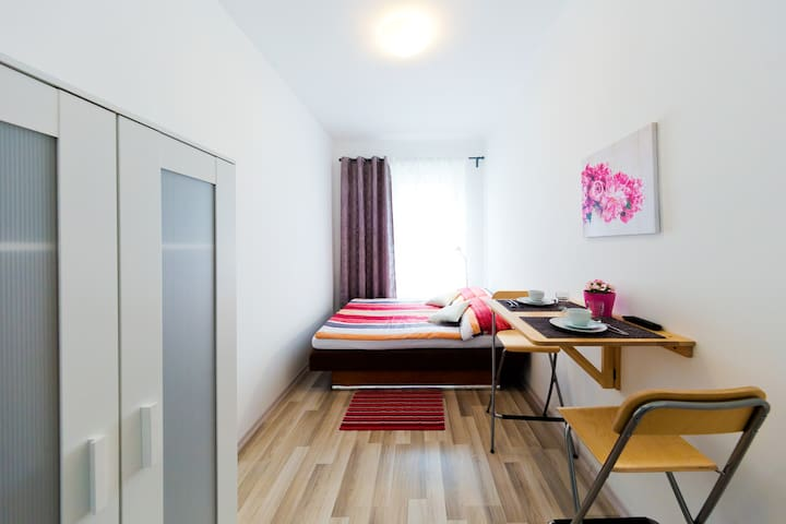 Bright Apartment By Vienna Station