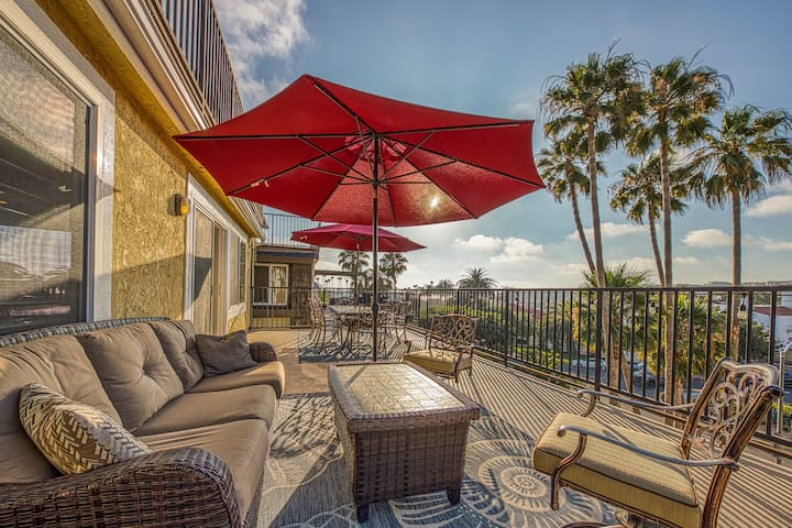 Ocean-view home w/ a gas fireplace & furnished balcony - walk to North Beach