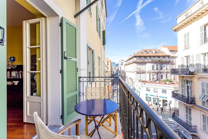 Great Location , Balcony , 2min Promenade