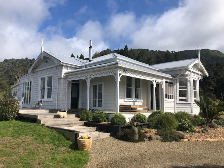 Matakana villa with panoramic views