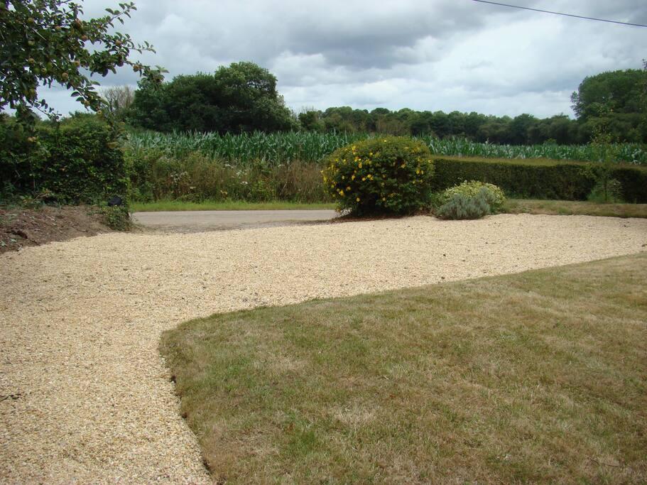 Jardin campagnard et parking privé
