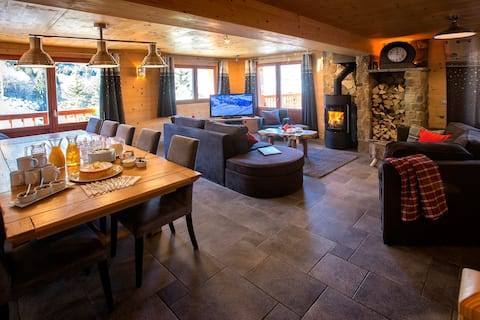 Exclusive chalet with hot-tub close to slopes.