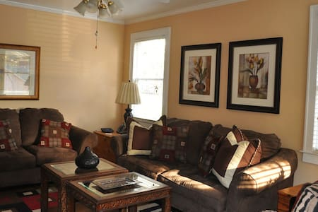 Cozy. Comfortable, and Convenient  - Orangeburg - Hus