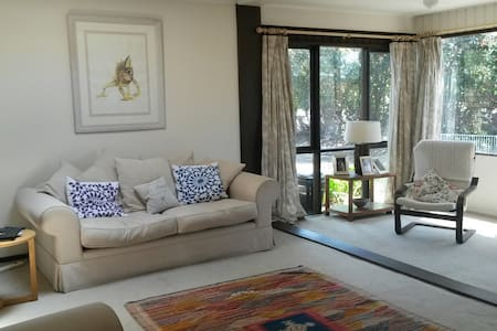 Sunny room on Northern Beaches - Belrose
