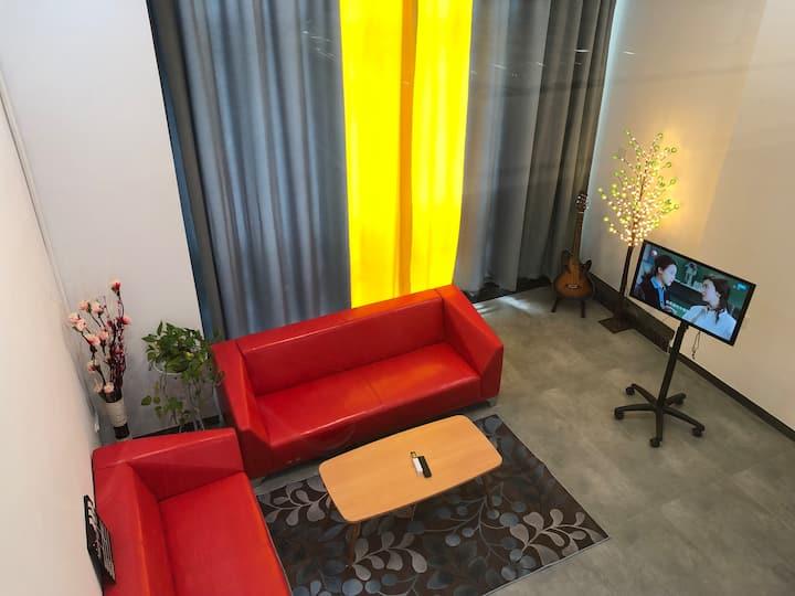 佛山新城世纪莲旁高级复式公寓紧挨东平地铁站和潭州会展,配高速wifi