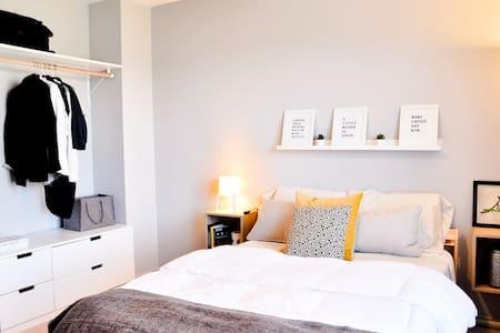 Pleasant guest room near IKEA and Randolph AFB