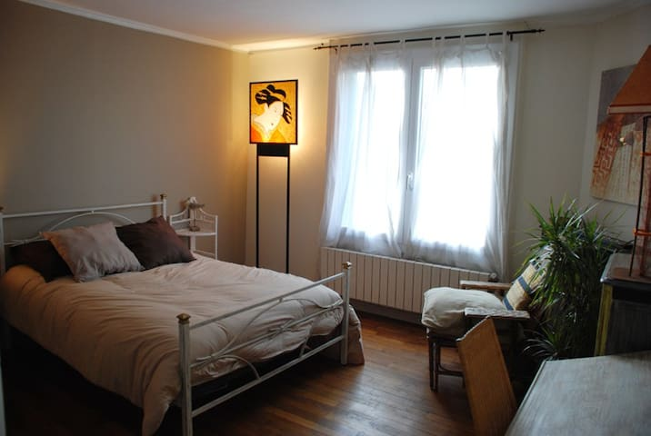 Cozy 2bd (accom 3) in artists' home - Saint-Maur-des-Fossés - Bed & Breakfast