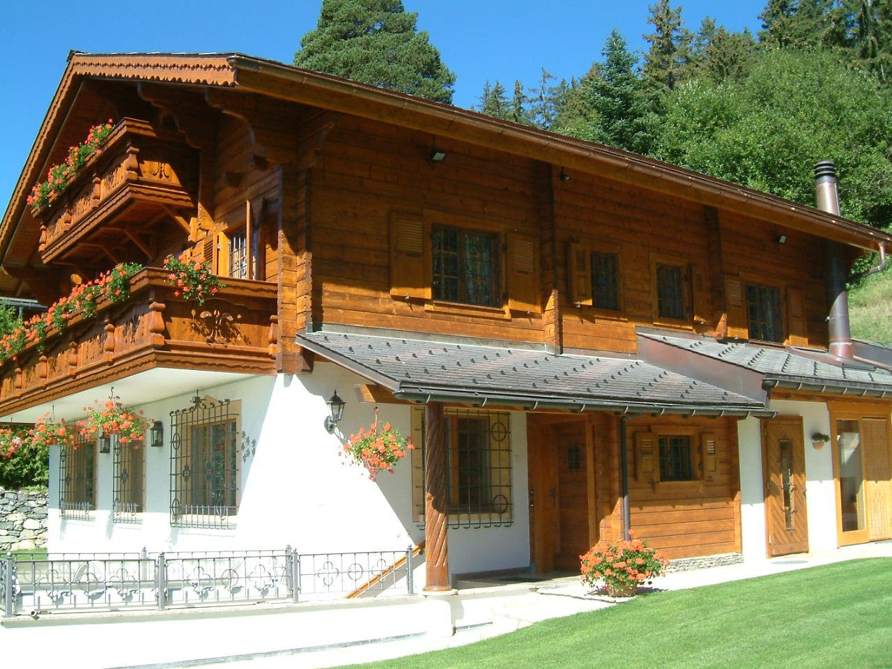 Ultra cosy chalet in Crans-Montana, near to the center, skiarea and 27 holes golf cours