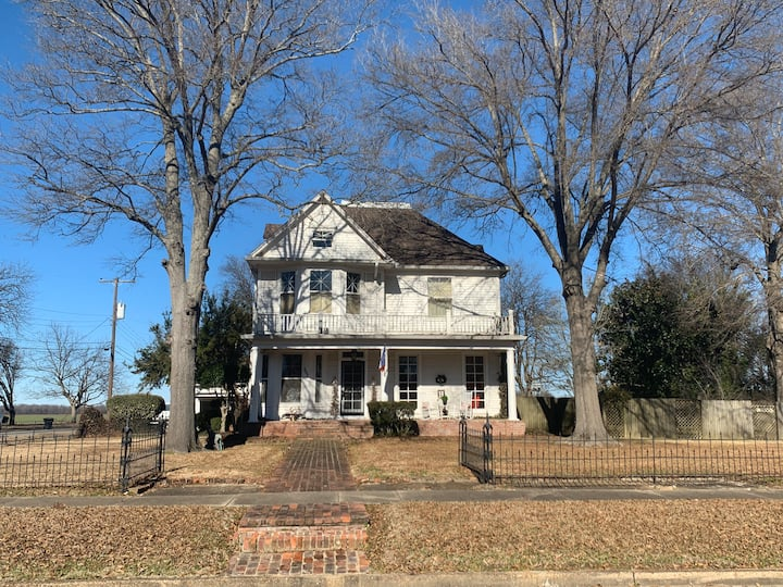 Historic MS Delta Home w/SPACE and AMENITIES